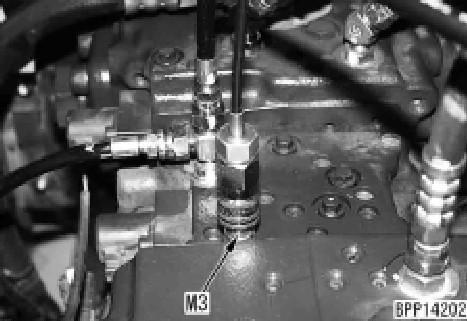 现代225-9挖掘机泵LS-EPC阀输出压力的测量